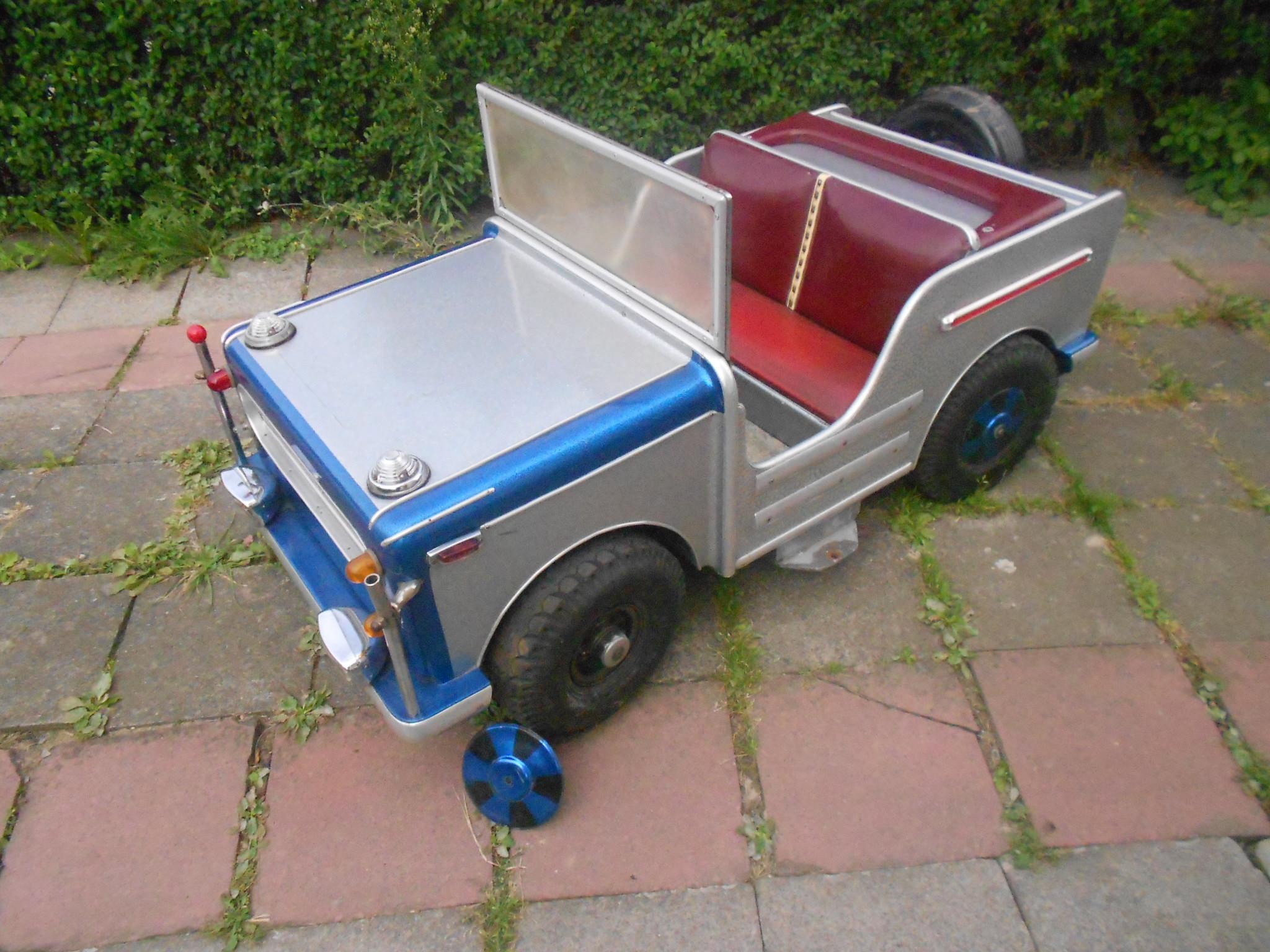 collect hit toy market voiture de man ge hennecke jeep. Black Bedroom Furniture Sets. Home Design Ideas